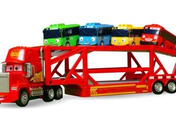 Машинки для малышей, РАСПАКОВКА — Машинки на автовозе едут в бассейн с шариками — Машины-помощники